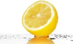Apply Fresh Lemon Juice on Pimples